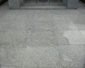 エフロエッセンス(白華)カビが発生している御影石を修復洗浄してコーティング