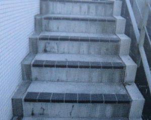 コーティング施工前のコンクリート階段