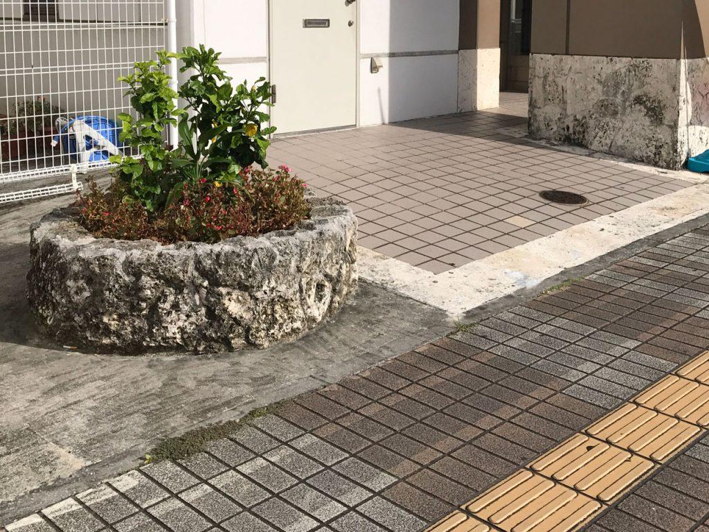 商業施設の琉球石灰岩 施工前
